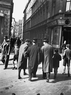 View into Schendelgasse, photo: Herbert Sonnenfeld, Berlin, ca. 1935-1938