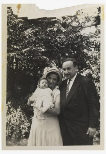 Photo of Gisela and Phillip Kozower with their baby in 1932