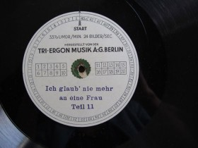 The label of a sound-on-disc recording, with numbered boxes to be checked