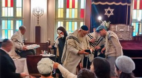 Coloured photograph of the circumsion ceremony in the synagogue