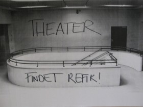 Graffiti lettes of the Theater, findet Refik""