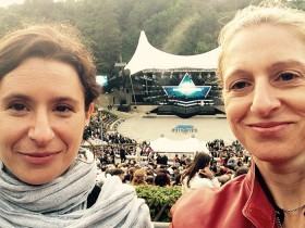 Selfie of two women in front of a stage
