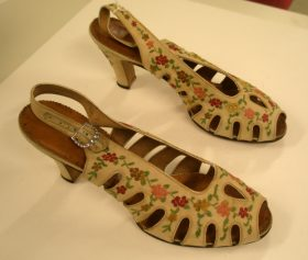 High-heeled leather shoes, decorated with embroidered floral appliqué