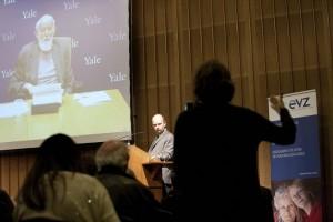 Geoffrey Hartman per Videozuschaltung
