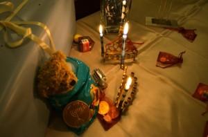 Gedeckter Tisch zu Chanukka