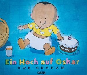 Buchcover, auf dem der kleine Oskar und ein Geburtstagskuchen zu sehen ist