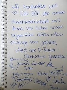 Handschriftlicher Dank für die Zusammenarbeit mit Unterschriften der Schülerinnen und Schüler