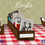 Screenshot des Online-Schaukastens mit einer Schachtel voller Postkarten mit der Aufschrift Rosch ha-Schana