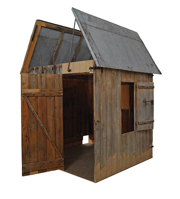 Foto der Baisinger Laubhütte, Fenster, Tür und Dach sind geöffnet