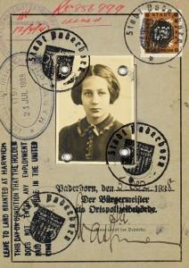 Ausweis mit Passbild und mehreren Stempeln