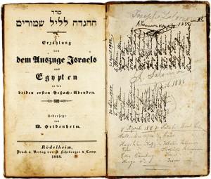 Titelblatt der Haggada in Hebräisch und Deutsch sowie handschriftliche Eintragungen auf der Klappe