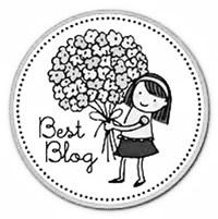 Best-Blog-Award-Bildchen, auf dem eine gezeichnete Frau einen großen Blumentstrauß hält
