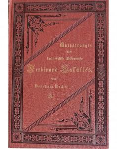 Dunkelroter Buchdeckel mit goldfarbenen Titel in Frakturschrift