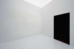 »Wortraum« zum abrahamitischen Bundschluss auf Hebräisch, Arabisch, Deutsch und Englisch  © Jüdisches Museum Berlin, Foto: Yves Sucksdorff