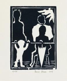 schwarz-weiß Druck mit vier Figuren ohne Gesichter auf einem Balkon