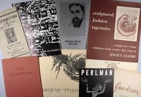 Sieben Bücher und Broschüren