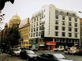Außenansicht des Gebäudes mit den Räumen des Jüdischen Kulturvereins in der Oranienburger Straße