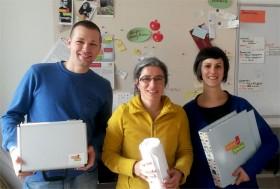 Farbfotografie mit den Mitarbeitenden des Projekts, zwei Frauen und ein Mann