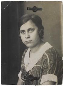 Schwarz-weiß Passbild von Elli Arndt