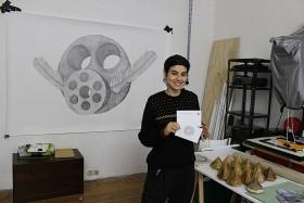 Porträt von Shira Wachsmann in ihrem Atelier