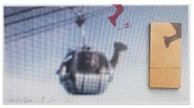 Postkarte mit einem Kamel in einer Seilbahn und einem aufgeklebten USB-Stick
