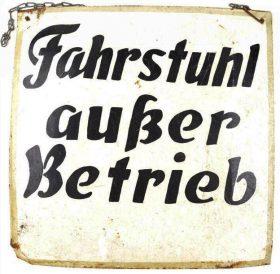 """Schild mit Text """"Fahrstuhl außer Betrieb"""""""