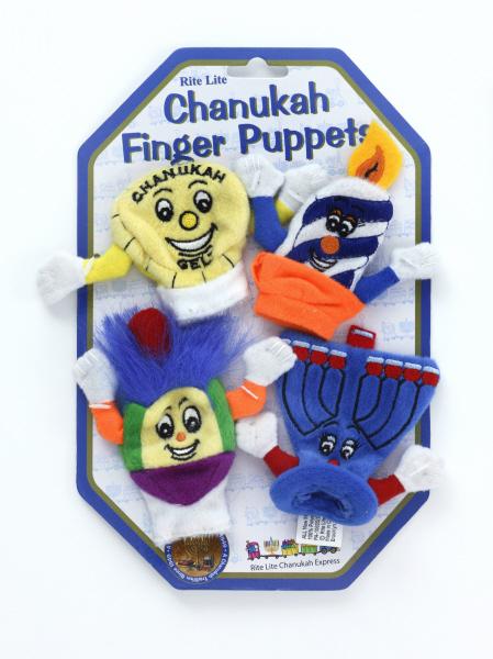 """Das Bild zeigt die vier bunten Chanukka-Fingerpuppen offfen an einem Karton befestigt, mit der blauen aufschrift: """"Chanukah Finger Puppets""""."""