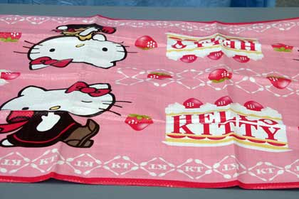 rosafarbene Hello-Kitty-Decke
