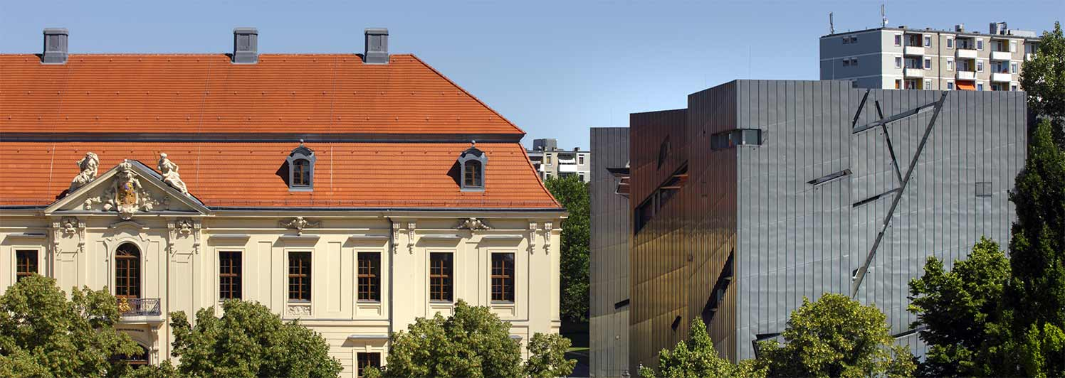 View of the Jewish Museum Berlin from Lindenstraße: on the left, the baroque Old Building with the museum entrance; on the right, the zinc facade of the Libeskind Building