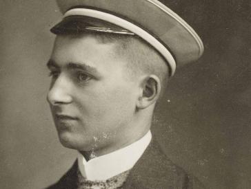 Schwarz-Weiss-Porträt von Erich Hirschberg  im Halbprofil