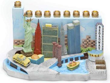 Handbemalter bunter Leuchter aus Keramik und Kunstharz, der verschiedene New Yorker Wahrzeichen abbildet: Statue of Liberty, Empire State Building, Chrysler Building, World Trade Center, Broadway u.a.
