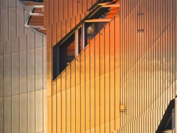 Innencover des JMB Journal Nr 22 mit der Fassade des JMB im Abendlicht