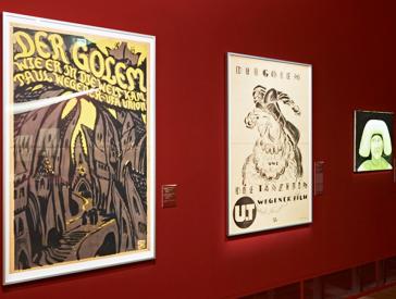 Ansicht des Raumes »Horror und Magie« der Ausstellung <cite>GOLEM</cite>