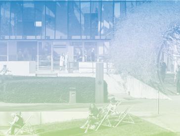 Grafik in Blau-Grün-Tönen: Menschen auf Liegestühlen im Museumsgarten, im Hintergrund der Glashof