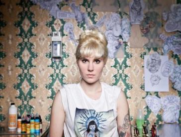 Die Tattoo-Künstlerin Myra Brodsky