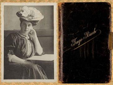 """Links: Schwarz-Weiß Porträtfoto einer jungen Dame. Sie trägt ein hochgeschlossenes Kleid mit Hut im Stil der 1910er Jahre. Rechts: Cover eines abgegriffenen Tagebuchs mit Ledereinband und dem goldenen Schriftzug """"Tage-Buch""""."""