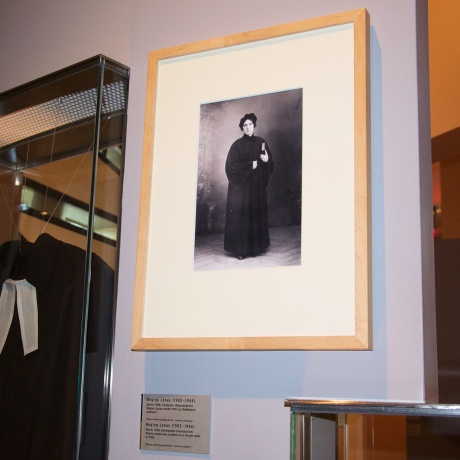 A picture and the cassock of Regina Jonas