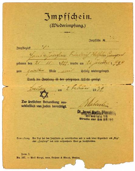 Impfbescheinigung mit Zwangsnamen und Judenstern-Stempel für Hans Joachim Gumpert: Vordruck, handschriftlich ausgefüllt, Breslau, 1.2.1939