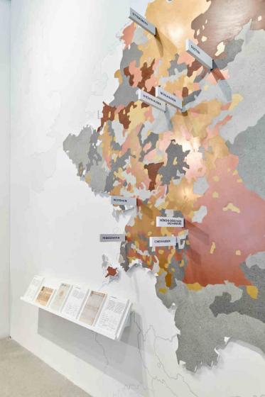 Karte eines Gebietes, das zum Großteil das heutige Deutschland abdeckt, mit bunten Flächen