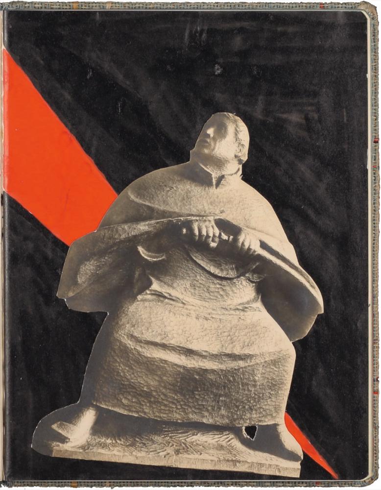 Collage einer Statue auf schwarzen Grund mit rotem Keil