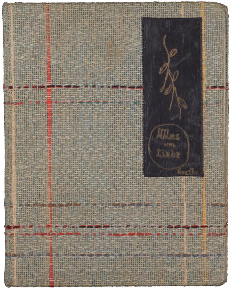 Notizbüchlein mit kariertem Textileinband, Titel <cite>Alles um Liebe</cite> handschriftlich auf schwarzem Grund