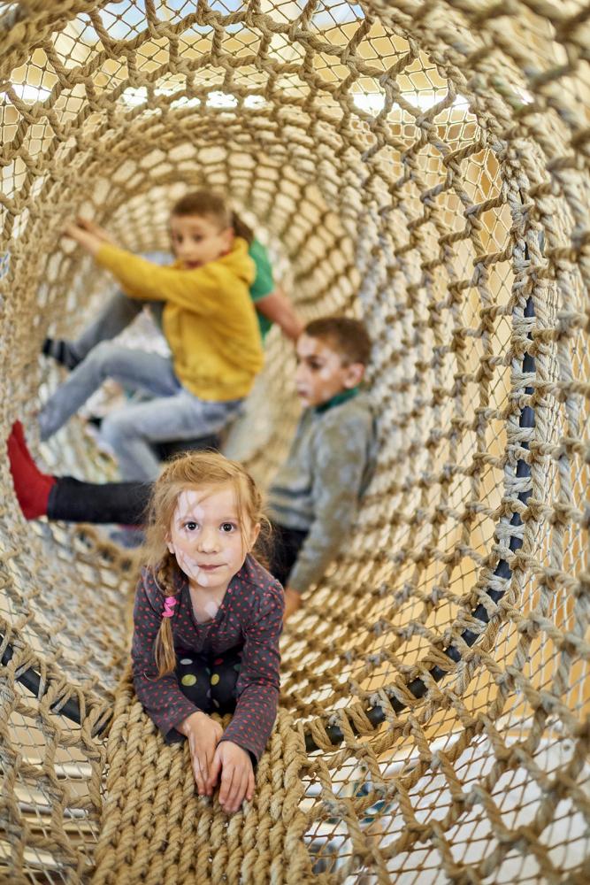 Kinder an Spielstation in der Kinderwelt Anoha