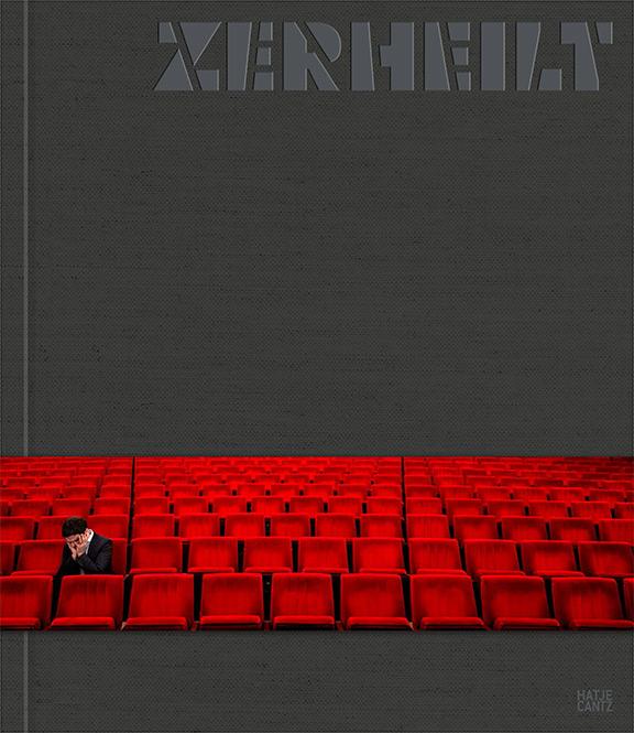 Graues Buchcover mit dem Titel ZERHEILT und einer Banderole mit dem Foto einer Person, die allein in den roten Publikumssitzen eines Theaters sitzt