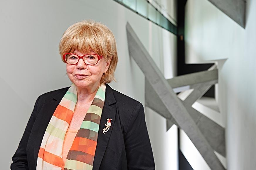 Porträtfoto von Cilly Kugelmann, fotografiert im Libeskind-Bau