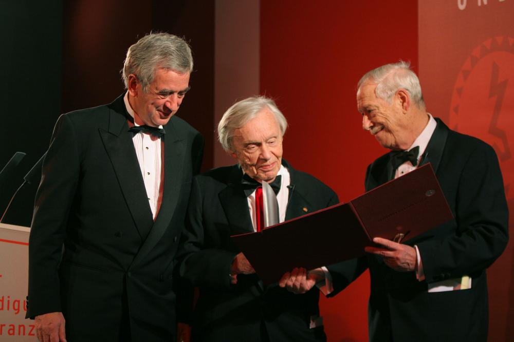 Jubiläumsdinner 2005: Preisträger Heinz Berggruen mit Michael Naumann und W. Michael Blumenthal