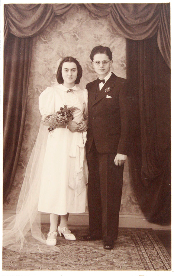 Black and white photo of a bridal pair