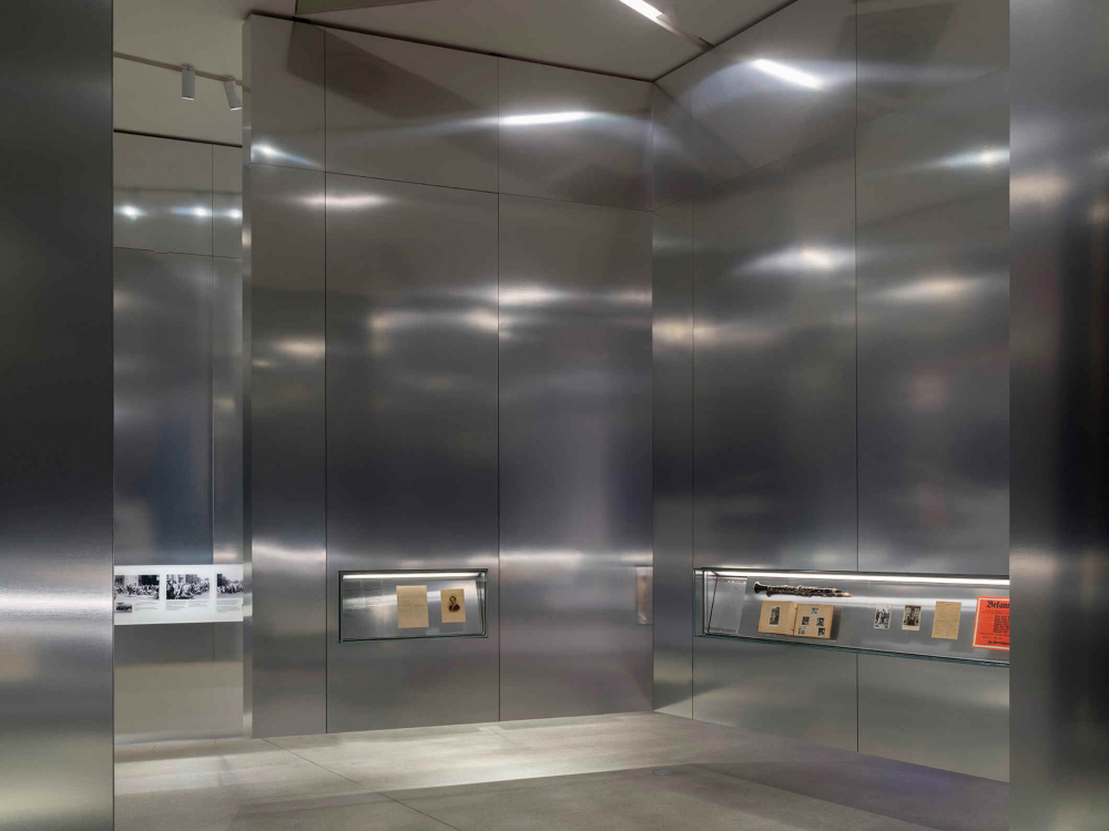 Metal walls that float above the floor with showcases