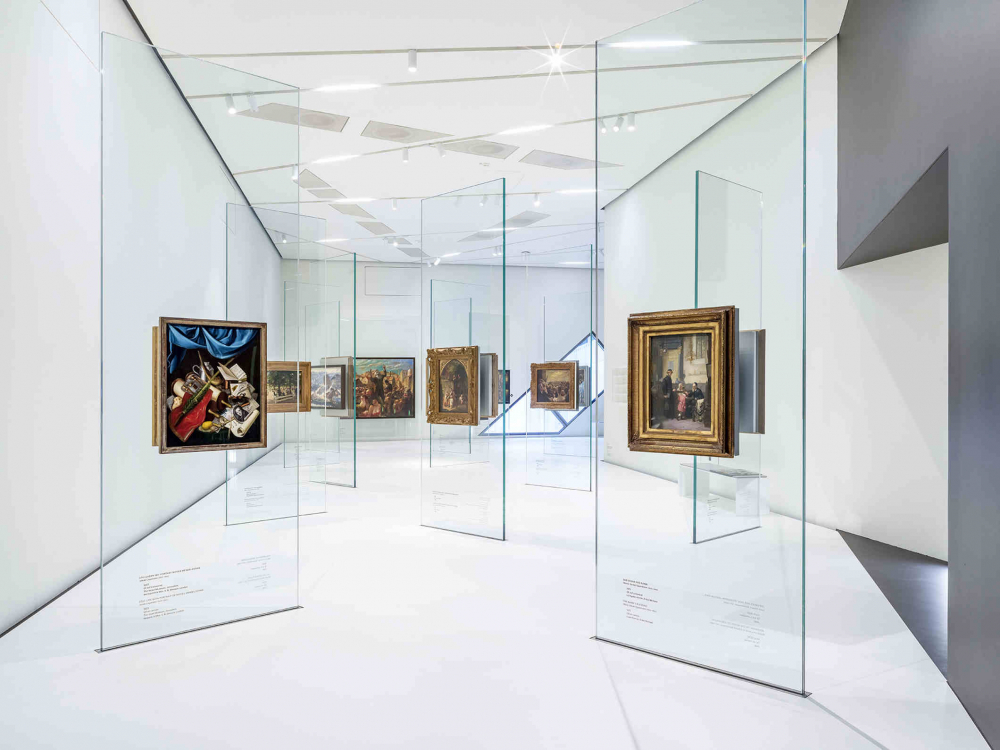 White room, glass steles on which paintings hang