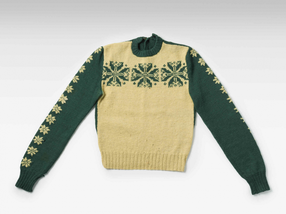 Green and white wool sweater with a floral pattern