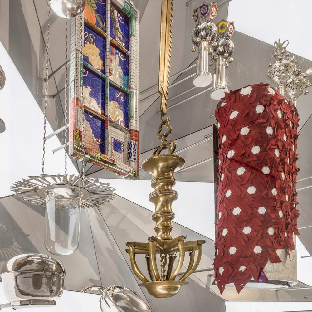 Torah cloak, Torah attachments, Seder plate and other Judaica in a prismatic display case